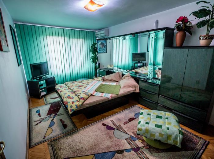 Short term studio flat for rent in Timisoara, new mattresses, linens and towels high quality