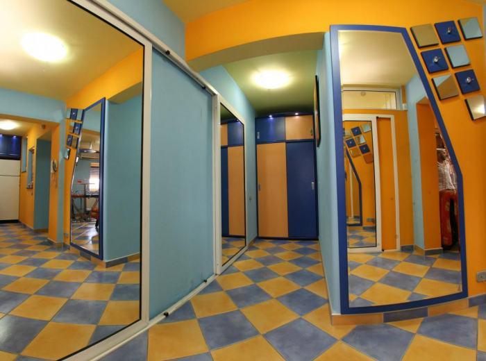 Flat 1 short term rentals Timisoara, sliding doors from the bedrooms D1 and D2
